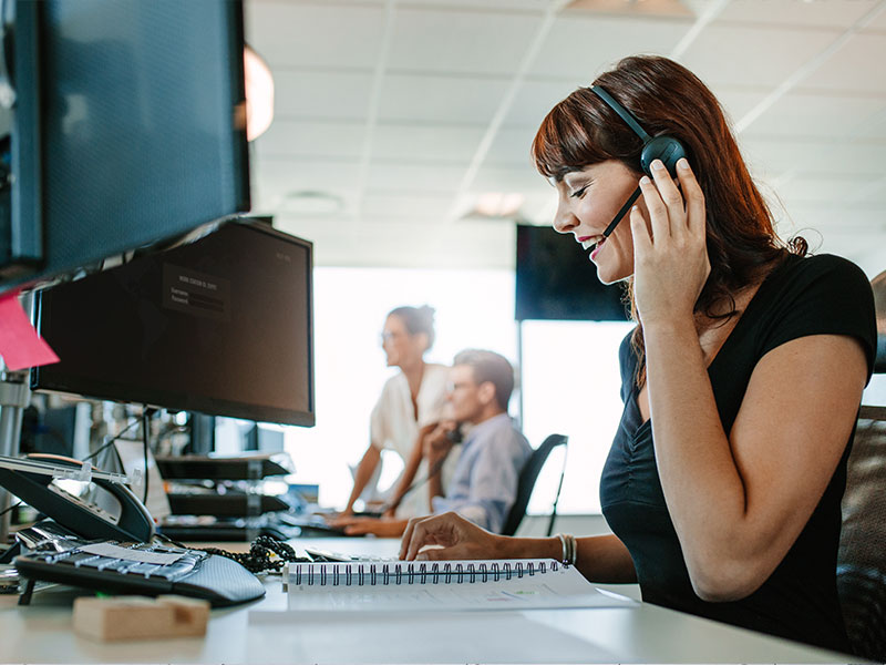 contact center agent taking notes